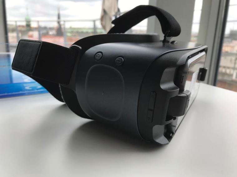 Gear VR remote 10