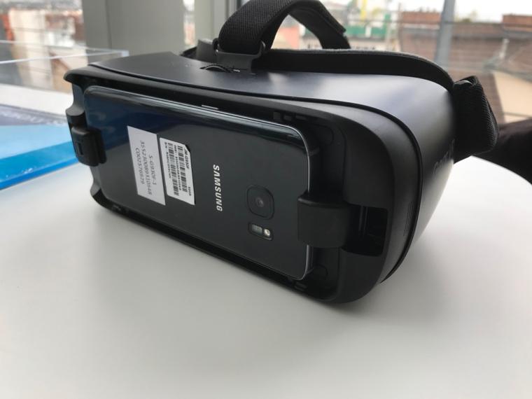 Gear VR remote 9
