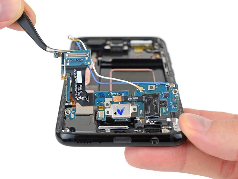 Samsung Galaxy S8 teardown 3