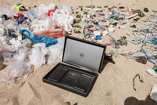 Dell obal z recyklovaneho plastu 1