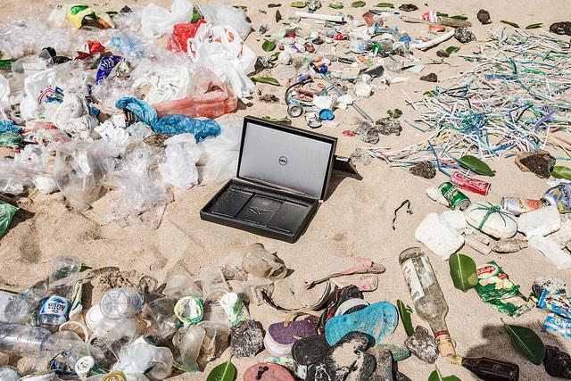 Dell obal z recyklovaneho plastu 2