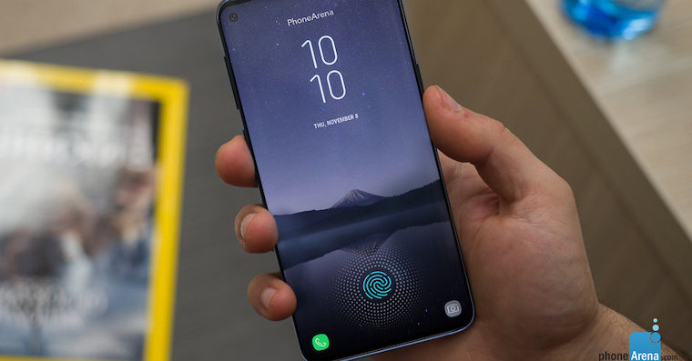 The-Galaxy-S10-will-have-a-different-display-hole-due-to-its-two-selfie-cameras
